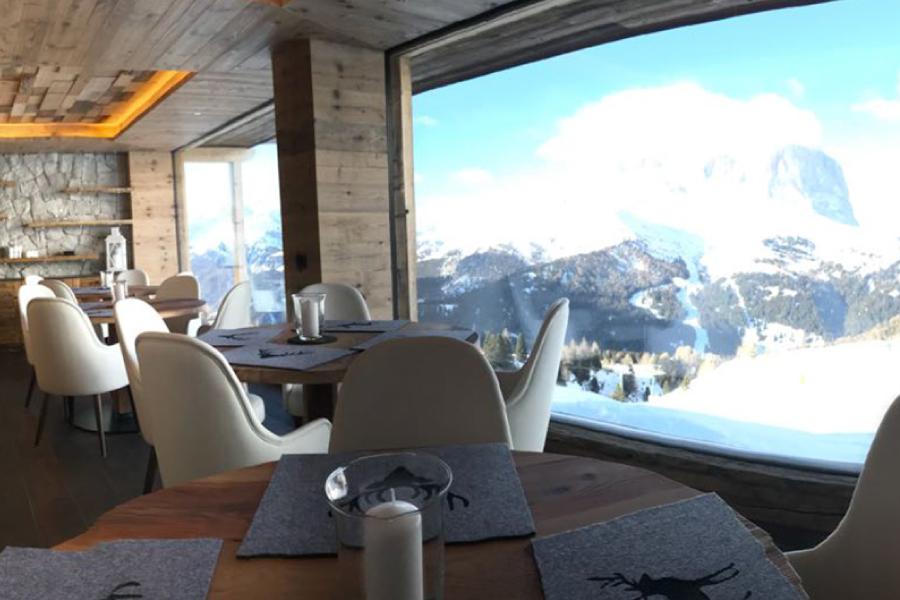 rifugio alpino sedie
